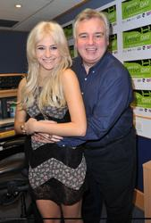 Nov 16, 2010 - Pixie Lott - Help For Heroes Day At Smooth Radio Th_60714_tduid1721_Forum.anhmjn.com_20101127191028001_122_131lo
