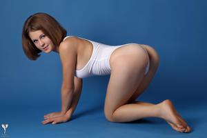 http://img102.imagevenue.com/loc22/th_365024342_tduid300163_silver_angels_Sandrinya_I_whiteswimwear_1_049_122_22lo.jpg