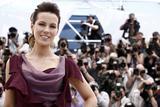 Канны (Annual Cannes International Film Festival ) - Страница 2 Th_71142_Celebutopia_KateBeckinsale_PhotocallfortheJuryatthe63rdAnnualCannesFilmFestival_11_122_45lo