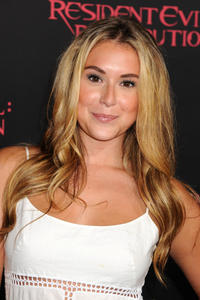 http://img102.imagevenue.com/loc495/th_585613813_AlexaVega_ResidentEvilRetributionPremiere_Hollywood_7_122_495lo.JPG