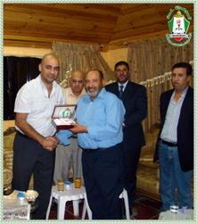 صور رئيس نادي منشية بني حسن السيد تيسير الشديفات Th_31082_manshia2_122_572lo