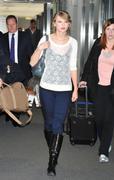 Nov 16, 2010 - Taylor Swift - Narita International Airport In Japan (57 HQ pics) Th_22609_tduid1721_Forum.anhmjn.com_008_122_597lo