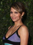 th_65646_Halle_Berry_The_Soloist_premiere_in_Los_Angeles_74_122_67lo.jpg