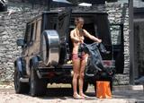Alessandra Ambrosio Bikini Candids in Front of Her Home Foto 444 (Алессандра Амброзио Bikini Candids напротив своего дома Фото 444)